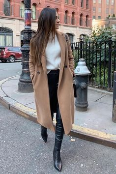winter outfits for work ; winter outfits for going out ; winter outfits for school ; Winter Outfits For Teen Girls, Winter Coat Outfits, Winter Outfits For Work, Winter Outfits Women, Winter Coats Women, Casual Fall Outfits, Winter Fashion Outfits, Look Fashion, Fall Coats