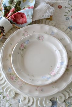 Delicate flowers and Pfaltzgraff Tea Rose Dinnerware | homeiswheretheboatis.net #tablescape #spring #Easter