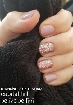 False nails have the advantage of offering a manicure worthy of the most advanced backstage and to hold longer than a simple nail polish. The problem is how to remove them without damaging your nails. Glitter Nail Polish, Nail Polish Colors, Pink Glitter, Dry Nail Polish, Hair And Nails, My Nails, Jamberry Nails, Nail Color Combos, Mauve Nails