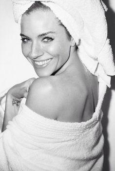 towel-sienna-miller2.jpg