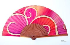 Abanico grande arabesco Pepitina Ruiz. Paper Fans, Gem S, Fall Trends, Collar Necklace, Hand Fan, Wall Decor, Cool Stuff, Projects, Handmade