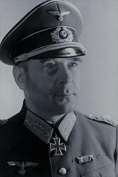 """General der Infanterie Hans Krebs (1898-1945), Chief des Generalstabes des Heeresgruppe """"B"""", Ritterkreuz 26.03.1944, Eichenlaub (749) 20.02.1945"""