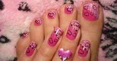 I think the toenails are super cute! But not the finger nails! Lace Nail Art, Lace Nails, Nail Art Pen, Us Nails, Pink Nails, Hair And Nails, Valentines Day Post, Valentine Nail Art, Pedicure Nail Art