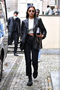 Looks Street Style, Model Street Style, Street Style Women, Street Styles, Fashion Moda, Look Fashion, Timeless Fashion, Milan Fashion, Irina Shayk Style