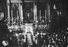 """Una rara immagine della Messa celebrata da Padre Pio il 16 luglio 1933, verso la fine del periodo di """"segregazione"""", decretato dal S. Uffizio nel maggio 1931"""