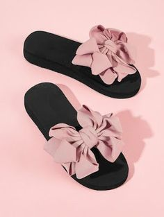 To find out about the Bow Decor Open Toe Sliders at SHEIN, part of our latest Slippers ready to shop online today! Trendy Sandals, Cute Sandals, Cute Shoes, Me Too Shoes, Fashion Slippers, Fashion Shoes, Ootd Fashion, Fashion Trends, Bow Slides