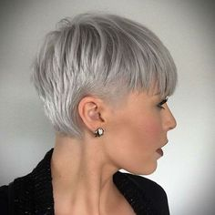 Super Pixie Haircuts for Fine Hair. A layered pixie cut shows off the fleecy texture of velvety delicate fine hair and makes it simple to get that volume Bob Hairstyles For Fine Hair, Hairstyles Haircuts, Fashion Hairstyles, Bob Haircuts, Corte Pixie, Girls Short Haircuts, Pixies, Short Hair Cuts, Pixie Cuts