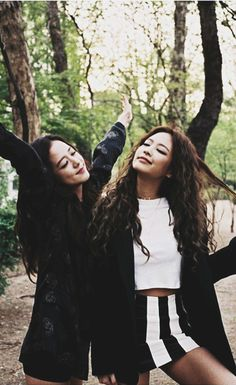 Blackpink Jisoo and Jennie Kpop Girl Groups, Korean Girl Groups, Kpop Girls, Blackpink Jisoo, Blackpink Fashion, Korean Fashion, Yg Entertainment, Nayeon, K Pop