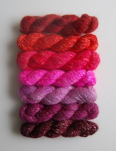 An extensive list of free knitting and crochet patterns (see column to the right of photos).