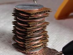 DIY Gadgets - Make a Battery with Spare Change - Homemade Gadget Ideas and Projects for Men, Women, Teens and Kids - Steampunk Inventions, How To Build Easy Electronics, Cool Spy Gear and Do It Yourself Tech Toys Console Tv, Diy Electronics, Electronics Projects, Renewable Energy Projects, Spy Gear, Clean Technology, Diy Tech, Smartphone, Spy Gadgets