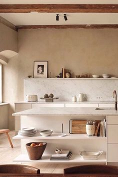 Inspiration from Zara Home for the Kitchen and Beyond TDC: Zara Home's first Kitchen Collection Zara Home Kitchen, Diy Kitchen, Home Kitchens, Kitchen Decor, Skandi Kitchen, Shelves In Kitchen, Coral Kitchen, Kitchen Ideas, Peach Kitchen