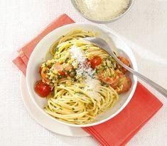 Frischer Salbei in Butter gebraten, da werden Urlaubsgefühle wach. Und zusammen mit Pinienkernen und Tomaten erst recht.
