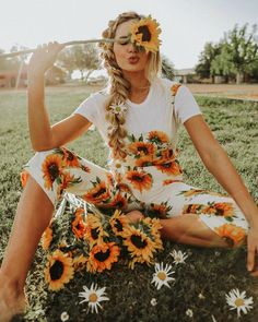 "AMBER FILLERUP CLARK on Instagram: "" @barefootblondehair"" #sunflowers"