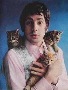 Men with cats. Cat Stevens with three cats. Cat Stevens, Animal Gato, Mundo Animal, Crazy Cat Lady, Crazy Cats, I Love Cats, Cool Cats, Patricia Highsmith, Men With Cats