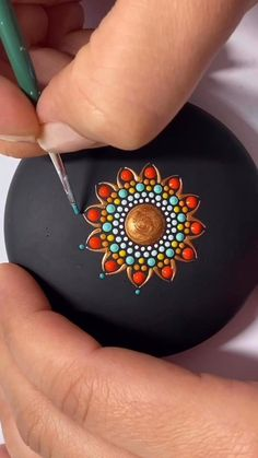 Stone Art Painting, Acrylic Painting Tips, Dot Art Painting, Mandala Art Lesson, Mandala Drawing, Mandala Painting, Mandala Painted Rocks, Mandala Rocks, Rock Painting Patterns