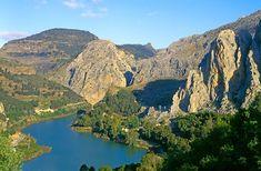 Ben je in de buurt van Malaga? Maak dan eens deze spectaculaire wandeling op de Caminito del Rey. Het is enorm spectaculair en je zult er geen spijt van krijgen. #InHetSpoorVan  #VisitSpain http://www.reisgidsmalaga.nl/wandelen-in-andalusie-caminito-del-rey/