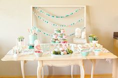 owl themed baby shower with lots of pastel treats Owl Shower, Shower Ideas, Turquoise Baby Showers, Owl Themed Parties, Diy Baby Gifts, Happy Party, Baby Wedding, Festa Party, Christmas Love