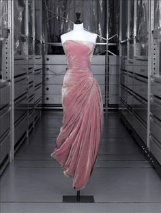 Madame Grès, Evening Dress, Fall/Winter 1956, Palais Galliera, Paris.  Oh my. I love it. I want it!!