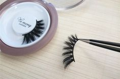 We have been carefully studied the eyelash shape of people.The length of each silk lashes are different, just like our own eyelashes.