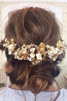 Hoy os traemos algunos de los peinados de novia que se van a llevar este 2016. Para estas alturas nos imaginamos que ya tendrás la finca elegida, el día, las invitaciones enviadas, el vestido elegi…