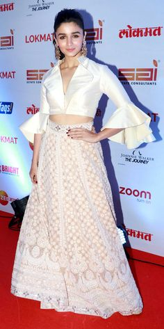 Alia Bhatt Redefines Ethnic Chic In Abu Jani And Sandeep Khosla's Glam Ensemble Indian Wedding Gowns, Indian Bridal Sarees, Bridal Lehenga, Wedding Veils, Indian Skirt, Dress Indian Style, Indian Wear, Indian Designer Outfits, Indian Outfits