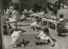For those unfamiliar with the Montessori method, these historical images gathered from around the web show some of the characteristic featu. Montessori Classroom Layout, Montessori Quotes, Montessori Preschool, Maria Montessori, Learning Methods, Learning Activities, Kids Learning, Preschool Programs, Montessori Practical Life