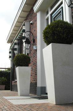 Stijlvolle tuin bij Notariswoning Rhoon Lees meer over Hoveniersbedrijf Tim Kok als Hovenier in Rhoon op onze pagina over hovenier rhoon.