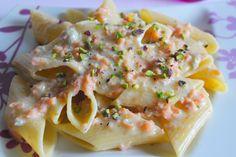 Pennoni rigati con gorgonzola, salmone affumicato e pistacchi tritati