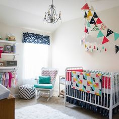 We love this super sweet and cheerful #cottonandsteel nursery from Allison Masters' @allimastersphoto FB page.