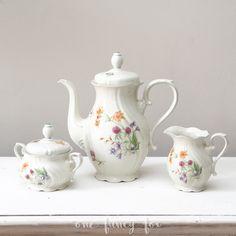 Kaffeekannen und Co einfach für dein Event in unserem Hochzeitsverleih / Vintage-Verleih mieten!