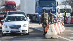 En cavale, Anis Amri est bien passé par la France. Le terroriste, auteur présumé de l'attentat sur le marché de Noël à Berlin, a été filmé jeudi dernier par les caméras de vidéosurveillance de la gare Lyon-Part-Dieu, selon nos informations. Il a acheté un billet pour Milan avec une correspondance à Chambéry. Son périple s'est achevé en Italie où il a été abattu par deux policiers lors d'un banal contrôle d'identité. En train, en bus, en voiture, ...