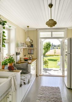 Rachel House, Cosy Kitchen, Kitchen Corner, Elsie De Wolfe, Oh My Home, Cosy Room, Old Cottage, Cottage Interiors, Scandinavian Home