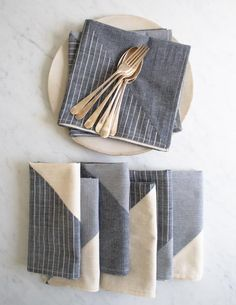 Like the look of denim combo napkins. Maybe just two pieces instead of the patchwork // Pieced Napkins - The Purl Bee Purl Bee, Diy Sewing Projects, Sewing Tutorials, Sewing Crafts, Knitting Projects, Linen Napkins, Cloth Napkins, Folding Napkins, Sewing Patterns Free