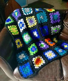 How to crochet the Roseanne Afghan - Crafty Little Gnome granny square How to crochet - Granny Sunburst Granny Square, Crochet Granny Square Afghan, Granny Square Blanket, Granny Granny, Granny Squares, Crochet Blocks, Crochet Borders, Crochet Blanket Patterns, Afghan Patterns