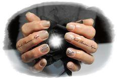 Unhas em gel cor térmica Nude & branco com nail art foil!