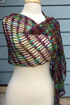 The Artfully Simple Angled Scarf uses the same stitch pattern as the Artfully Simple Infinity Scarf, but worked in rows instead of rounds. To keep the stitches lined up, there are simple increases at one end, and decreases at the other. This creates these great angled ends!