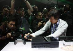 Die Xbox One -   Nachdem die Präsentation vorbei war, drängte sich die Presse in Redmond um die ausgestellte Hardware, ...