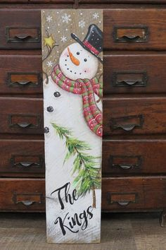 Snowman board sign snowman crafts Fun and Easy DIY Christmas Decorations on a Budget - Wooden Pallets Snowman Christmas Decorations, Christmas Wood Crafts, Christmas Signs Wood, Rustic Christmas, Christmas Art, Christmas Projects, Holiday Crafts, Christmas Ornaments, Winter Wood Crafts