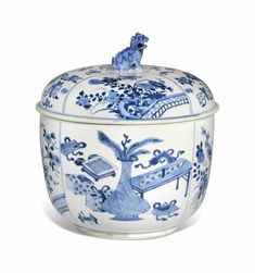 A blue and white jar and cover, Kangxi period (1662-1722)