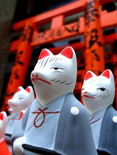 Kitsune (white fox) @ Inari shrine (Japan) by St Stev, via Flickr