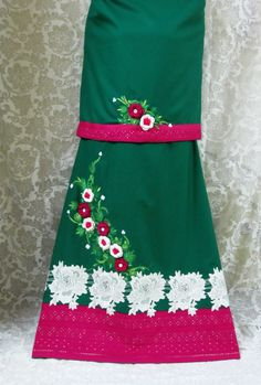 Description - Classy dark spring green rida designed using elegant white Guipure floral appliques, pink chikan panel and hand crochet flowers with embroidery giving it a chic, sophisticated and a graceful look !  Price - INR. 3080/-