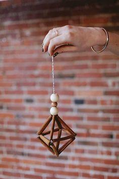 handmade christmas ornament DIY and craft. cinnamon stick himmeli tutorial. #christmas #christmasDIY #christmascraft #christmasornament