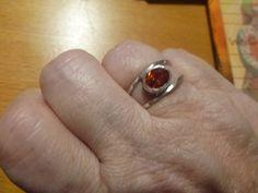 Zilveren ring met facetgeslepen vuuropaal