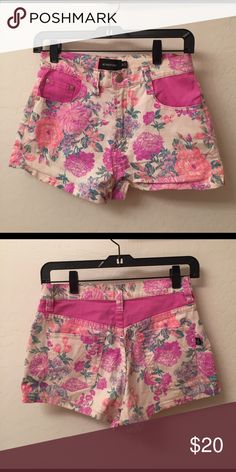MINKPINK high waisted floral short size M Floral high waisted shorts, perfect for festival. Perfect condition, worn once. MINKPINK Shorts Jean Shorts