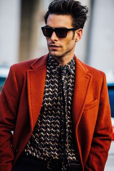 Take a look at the best looks spotted on the streets of Milan during Menswear Week Fall/Winter 2016-2017, taken by Jonathan Daniel Pryce. Bravissimo