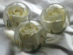 [Request] Flowers in resin paperweights? Diy Projects To Try, Crafts To Do, Diy Crafts, Design Projects, Making Resin Jewellery, Resin Jewelry, Clear Casting Resin, Resin Flowers, How To Preserve Flowers