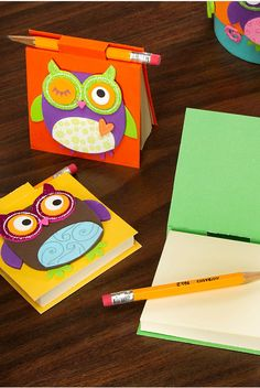 Help your kids create these quick and easy DIY Whooo's Post-it Cover