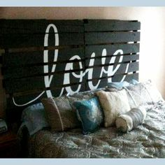 Pallet Projects - Clever, Crafty and Easy DIY Pallet Ideas - Involvery Pallet Headboard Ideas - My Favorite Pallet Furniture Idea! Take 2 old pallets, paint them or stain them, then paint the word 'love' on them! Diy Pallet Sofa, Pallet Furniture, Kitchen Furniture, Furniture Stores, Furniture Plans, Playhouse Furniture, Pallet Playhouse, Pallet Benches, Pallet Walls