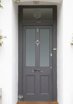 dream house: the front door. dream house: the front door. this also is a great colour for a front door - F&B down pipe possibly? Dark Grey Front Door, Gray Front Door Colors, Grey Doors, Black Door, Farrow And Ball Front Door Colours, Painted Front Doors, Glass Front Door, Window Glass, Glass Doors