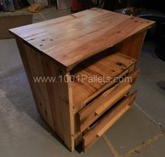 pallet table 600x570 Pallets bedside table in pallet furniture pallet bedroom ideas  with Table Pallets